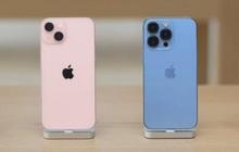 """Bị chê nhàm chán, iPhone 13 vẫn bán """"đắt như tôm tươi"""": Màu xanh và hồng """"cháy hàng"""" chỉ sau vài phút!"""