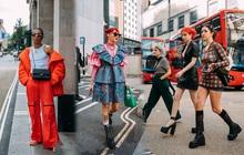 """Dân tình bung lụa tại London Fashion Week: Khả năng """"chơi màu"""" như phù thủy, độ """"chiến"""" lên level sau 1 năm im ắng"""
