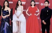 """Thảm đỏ LHP Bắc Kinh: Angela Baby và """"mỹ nhân Tân Cương"""" kinh diễm nhưng lộ tá khuyết điểm, Trần Khôn soái át cả đàn em 9X"""