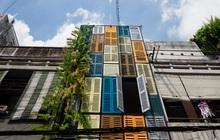 """Ngôi nhà 60m2 với vô vàn ô cửa sắc màu ở Sài Gòn, bên trong chuẩn """"vibe"""" vintage quá mê"""