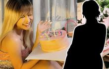 """Zoom cận thiệp chúc sinh nhật Thiều Bảo Trâm, hoá ra từ nhân vật từng góp phần làm bùng nổ drama """"trà xanh""""?"""