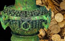 Thu thập chiếc hũ đầy bùn đất từ người dân, chuyên gia 'đứng tim' khi mở nắp: 20 cân vàng ròng bên trong!