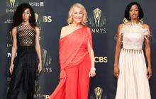 Thảm đỏ Emmy 2021 thì ra có tới 3 người diện đồ của NTK Công Trí, 1 trong số đó còn lọt top 10 mặc đẹp của Harper's Bazaar UK