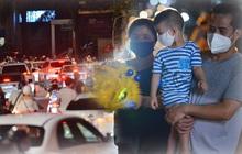 Ngay từ chập tối, người dân Hà Nội đã đổ ra đường đón Tết Trung thu đặc biệt giữa dịch Covid-19
