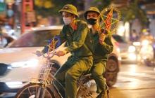Người dân đổ về phố Hàng Mã mua sắm tối Tết Trung thu
