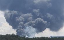 NÓNG: Công ty sản xuất mút xốp trong KCN ở Bình Dương chìm trong biển lửa, có công nhân ngất xỉu