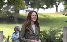 Công nương Kate vừa tái xuất đã bị em dâu Meghan chiếm spotlight bằng thông báo mới