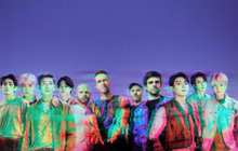 """Coldplay và BTS tung bài collab: Người khen hay nhưng màu nhạc quá cũ, giọng Chris Martin """"cân"""" hết cả bài!"""