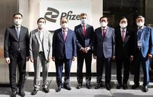 Chủ tịch nước Nguyễn Xuân Phúc đề nghị Pfizer giao sớm nhất vắc-xin cho trẻ em