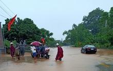 Mưa lớn kéo dài, nhiều địa phương ở Nghệ An bị chia cắt, ngập úng