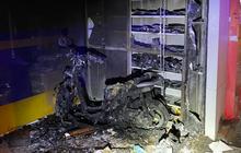 TP.HCM: Khói lửa bao trùm cả ngôi nhà đang đóng kín cửa, 2 vợ chồng la hét kêu cứu