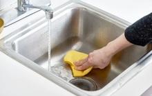 Cách làm sạch bồn rửa siêu nhanh từ video 45 triệu view: Dùng 1 nguyên liệu thần thánh là sạch không tì vết