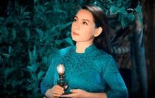 Ngay lúc này tại nhà riêng của Phi Nhung, nhiều người dân không cầm được nước mắt xót xa vì sự ra đi của nữ ca sĩ