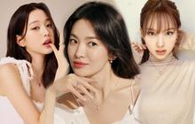 """Rất hiếm mới thấy 3 thế hệ nhan sắc xứ Hàn cùng đọ visual, Song Hye Kyo lần này có cho đàn em """"ngửi khói""""?"""