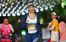 """Ngắm loạt """"trai xinh gái đẹp"""" trong giải chạy đêm lớn nhất tại Hà Nội"""