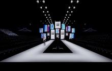 """Sân khấu """"Cánh cửa cơ hội"""" gây ấn tượng mạnh của Aquafina Tuần lễ Thời trang Quốc tế Việt Nam 2020"""