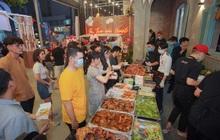 Không cần đi xa, cắm trại ngay giữa lòng Sài Gòn tại Đại Hội Thịt Nướng