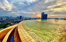 Đại tiệc hồ bơi đẳng cấp khuấy động dịp lễ 30/04 và 01/05 tại khách sạn dát vàng độc đáo ở Hà Nội
