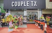 Hàng dài người xếp hàng chờ khai trương cửa hàng Couple TX
