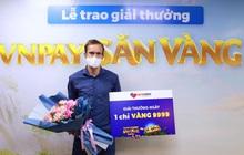 Chàng trai ngoại quốc trúng vàng 9999 nhờ thanh toán hóa đơn trực tuyến