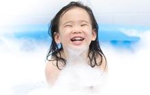 Các lưu ý giúp mẹ chọn được sữa tắm dưỡng ẩm kháng khuẩn cho trẻ trong mùa Covid-19 chuẩn kiến thức da liễu