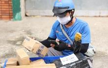 Nhận hàng từ shipper, cộng đồng mạng mừng hơn bắt được vàng cùng loạt chia sẻ nghe ấm lòng ngày dịch
