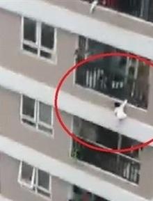 Từ vụ bé gái 3 tuổi rơi từ tầng 12, các kỹ sư lên tiếng: Đừng biến ban công thành kho chứa đồ!