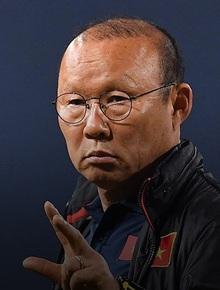"""Nhận câu hỏi về tuyển Thái Lan, HLV Park Hang-seo cho rằng CĐV Việt Nam vừa yêu bóng đá, vừa """"tham lam"""""""