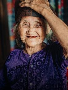 """Cuộc sống lạc quan, tự tại của cụ bà đạp xe lên ủy ban xã xin ra khỏi hộ nghèo: """"11 đứa con mà tui chưa phải phiền đến đứa mô"""""""