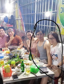 Xôn xao ảnh Thanh Bình nắm chặt tay một cô gái lạ giữa tin đồn rạn nứt hôn nhân: Chuyện gì đang xảy ra?