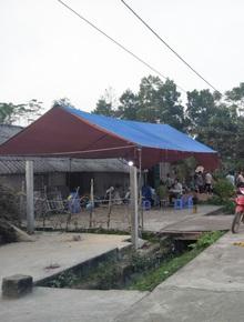 Vụ chồng cùng 2 con nhỏ treo cổ tự tử ở Tuyên Quang: Người vợ suy sụp phải nhập viện