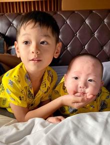 Khéo sinh như Trà My Idol: Con trai đầu sở hữu hết nét đẹp từ mẹ, con trai út giống ba như đúc, đã điển trai lại dễ thương hết nấc