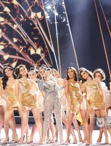 Trực tiếp chung kết Hoa hậu Hoàn vũ 2019: 44 thí sinh xuất hiện trình diễn mở màn cực bốc lửa, Top 15 chuẩn bị lộ diện!