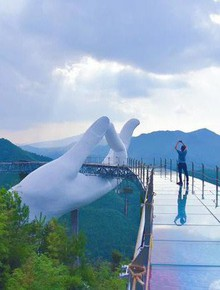 Cây cầu mới khai trương tại Trung Quốc trông y chang Cầu Vàng Việt Nam