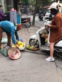 Vụ người phụ nữ mang bầu lái xe cán qua nia trái cây của cô bán hàng rong: Nữ nhân viên cửa hàng quần áo lên tiếng