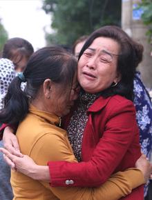 """Nỗi đau thấu trời của người thân 22 cán bộ, chiến sĩ bị vùi lấp: """"Con hứa về thăm mẹ và vợ, sao không giữ lời?"""""""