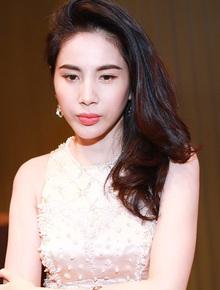 Công chúng xôn xao việc Thuỷ Tiên xin trích quỹ cứu trợ miền Trung giúp 200 người lao động Việt, nữ ca sĩ có động thái trấn an luôn và ngay