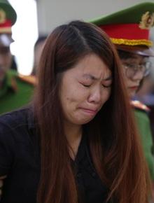 """""""Mẹ mìn"""" bắt cóc bé trai 2 tuổi ở Bắc Ninh bật khóc khi bị tuyên án 5 năm tù"""