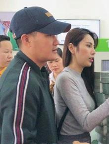 """Thuỷ Tiên thông báo ngừng hỗ trợ tại Hải Lăng, Quảng Trị do có nhiều người khá giả """"đeo vàng, sơn móng chân"""" đến nhận tiền"""