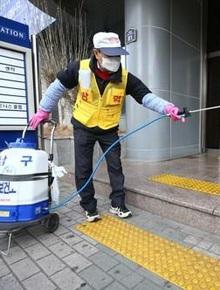 """Nóng: Hàn Quốc bất ngờ có thêm 20 ca nhiễm virus corona mới ngày 19/2, nghi do trường hợp """"siêu lây nhiễm"""" ở nhà thờ"""