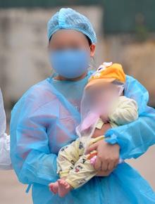 Bé 3 tháng, bệnh nhân Covid-19 nhỏ tuổi nhất Việt Nam chính thức xuất viện