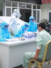 Thêm 2 ca mắc Covid-19 mới, trong đó có 1 nữ sinh ở Mê Linh: Ca nhiễm 243 từng đến nhà bệnh nhân này chơi, nói chuyện