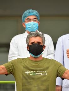 """Nam bệnh nhân người Pháp nhiễm Covid-19 trong ngày khỏi bệnh: """"Tôi cảm kích tấm lòng của các bác sĩ Việt Nam"""""""