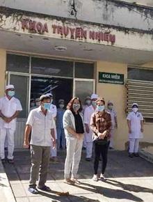 Bệnh nhân 34 và cả gia đình khỏi bệnh, riêng nữ nhân viên xin ở lại bệnh viện chăm sóc con 13 tuổi nhiễm Covid-19