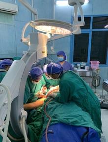 Vụ cây phượng đổ đè trúng 18 học sinh: Bé trai bị đa chấn thương nặng phải trải qua ca phẫu thuật 5 tiếng