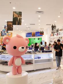 CỰC HOT: SMTOWN Cafe chính thức về Việt Nam, không gian sống ảo không chỗ chê, idol goods nhiều lựa mỏi cả tay