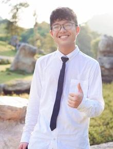 """Tít - cậu con trai 15 tuổi của NSND Công Lý ngày càng """"trổ mã"""", diện áo sơ mi trắng vào cười một phát là ngất ngây"""