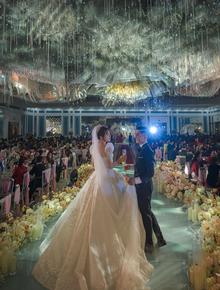 """Đám cưới """"cổ tích"""" tại Bắc Ninh: Bố tự tay thiết kế hôn lễ cho con gái, chi phí hơn 30 tỷ, gần 300 xế hộp xếp chật kín đường"""