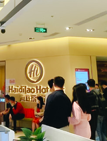 """Cuối cùng cũng thấy không khí """"đi ăn lẩu trả thù"""" của người Hà Nội, Haidilao với Dookki từ chiều đã xếp hàng dài!"""