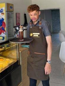 """Chuyện của Hải """"mặt sẹo"""" - Cậu bé bị ngã vào nồi cháo đang sôi khi mới 6 tháng tuổi và trở thành ông chủ một tiệm bánh ở tuổi 27"""
